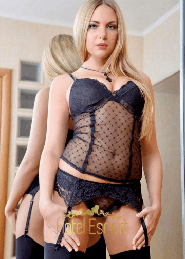 Blonde Amsterdam Escort Louise
